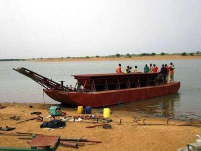 淘金船对砂铂矿的处理
